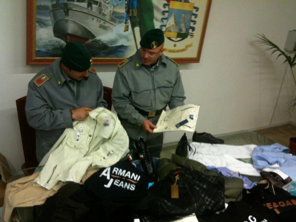 53f7ed17b78b ... alla lotta alla contraffazione ed alla sicurezza dei prodotti, hanno  sequestrato a Nardò capi di abbigliamento contraffatti per un valore di  2mila euro.