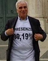 Rocco Palese mostra orgoglioso il suo record di presenze...